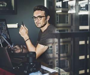 Thumb auto entrepreneur travailler etranger